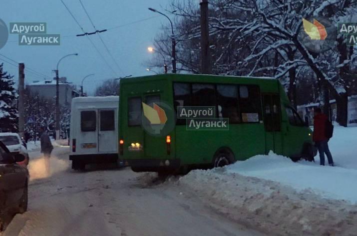 В Луганске в ДТП попали две маршрутки