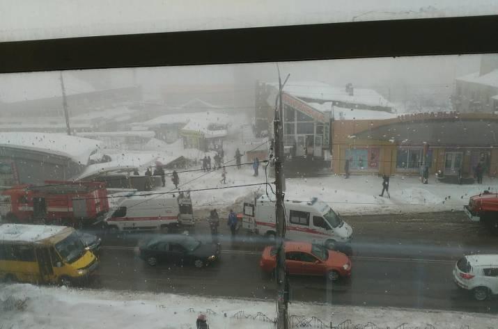 В Макеевке рухнула крыша рынка: есть пострадавшие