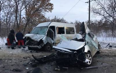 Сегодня, 14 января, утром возле Чугуева случилась авария. 11 человек получили различные травмы, а четверо погибли.
