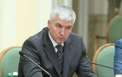 Генеральная прокуратура Украины обвиняет бывшего министра обороны Дмитрия Саламатина в ряде преступлений, в том числе и в государственной измене. Об этом на своей странице в Фейсбуке сообщил генпрокур