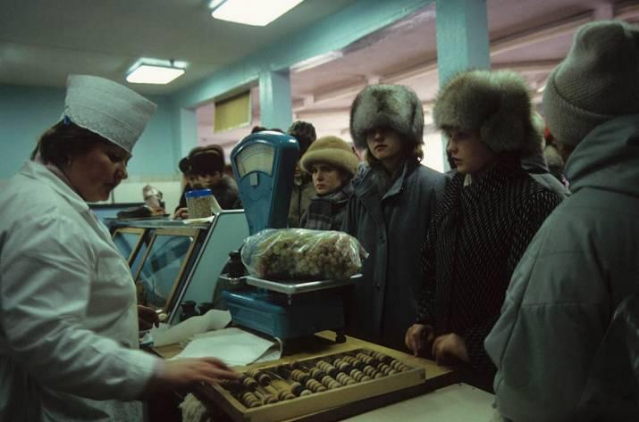 Так, друзья, сегодня поговорим на одну весьма интересную тему, которая сильно понизит вашу любовь к СССР — если она ещё, конечно, существует) Речь пойдёт о продуктах питания, которых не существовало в