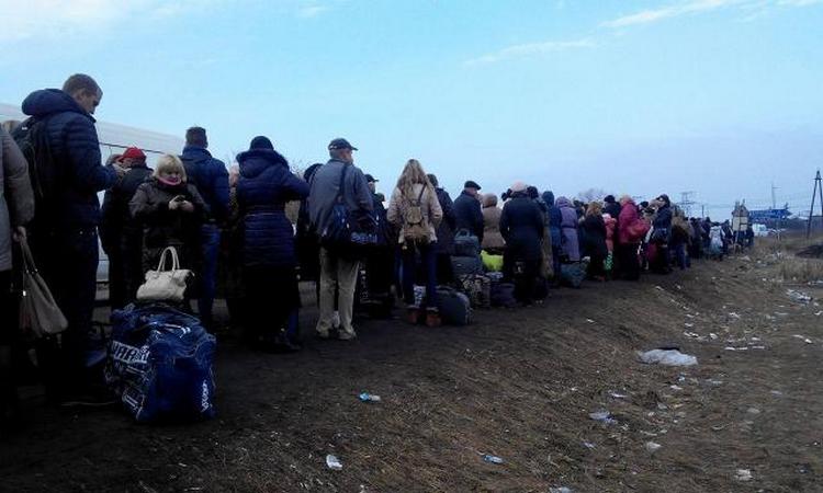 """В сети показали очередь на КПВВ """"Майорск"""""""