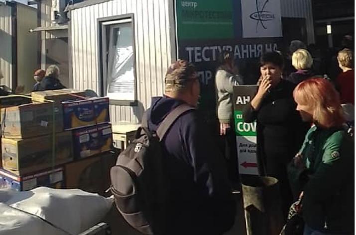 Санитарные нормы не соблюдаются, чеки не выдаются: как в Станице Луганской тестируют на коронавирус