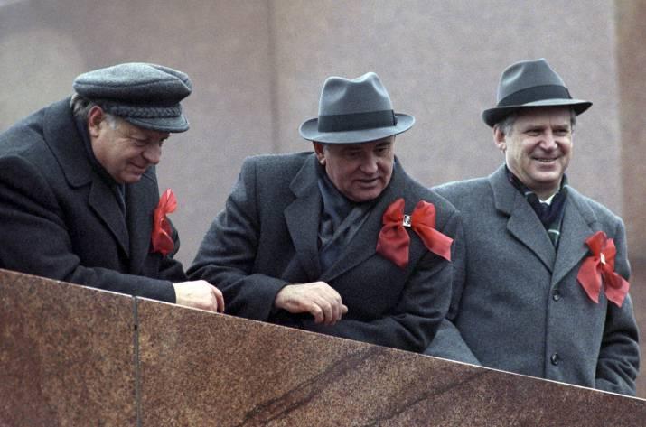 Так, друзья — сегодня будет интересный пост о главных причинах распада СССР. На днях я прочитал несколько статей об этом — о том, почему советская идеология и государство пришли к своему логическому к