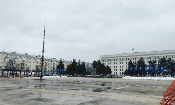 Жители оккупированного Луганска показали, как выглядит город в конце осени.