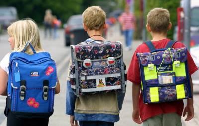 школьники с рюкзаками