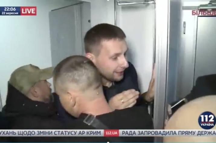 Парасюк после телеэфира преследовал Вилкула иразгромил его машину