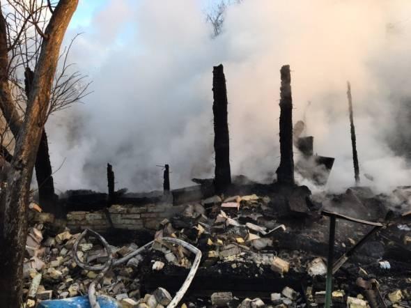 НаПодоле вКиеве дотла сгорел одноэтажный дом