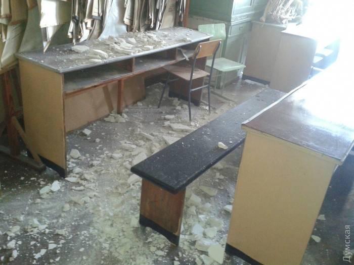 Ваудитории Одесского университета настудентов упал потолок