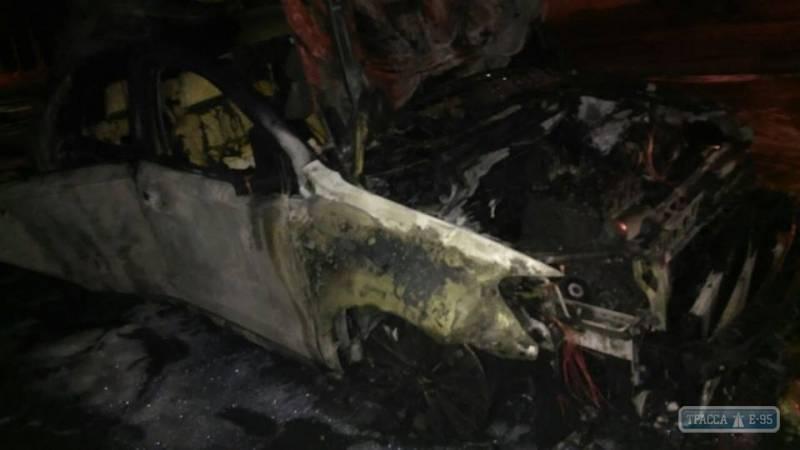 ВОдессе наСегедской ночью взорвалась иностранная машина
