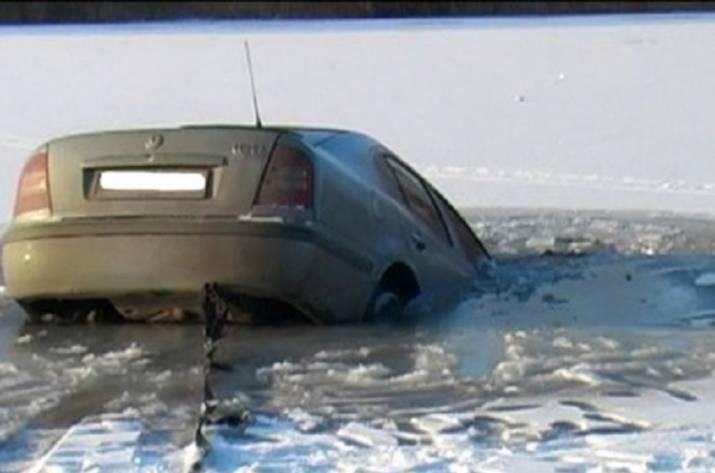 Авто с 2-мя телами подняли содна реки