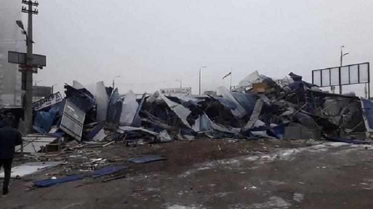 ВКиеве снесли ларьки около Харьковской