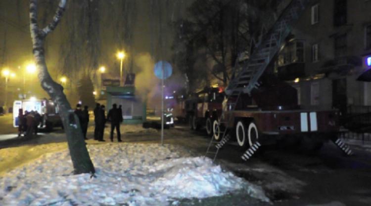 Впроцессе пожара вЧернигове cотрудники экстренных служб эвакуировали 27 жильцов дома