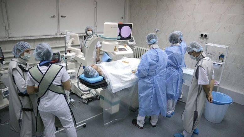 В Северодонецке состоялось торжественное открытие кардиохирургической лаборатории малоинвазивных вмешательств. Собственно, первая операция здесь прошла еще 12 декабря, и – успешно.