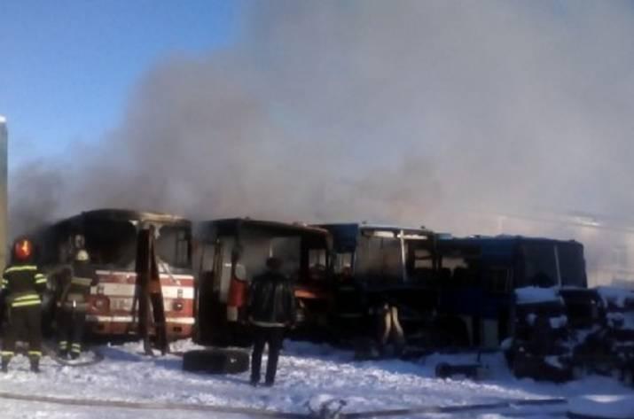 ВЛуганской области сгорело 4 автобуса— ГСЧС
