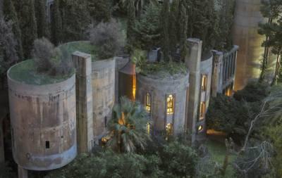 рхитектор превратил старый цементный завод в современный дом-студию