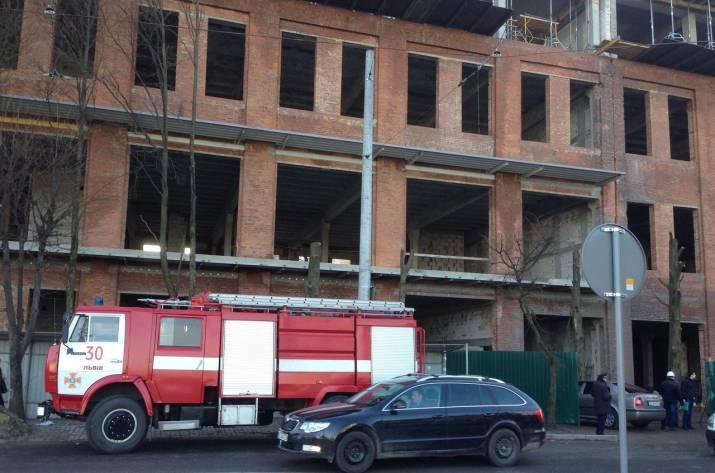 ВоЛьвове двое строителей упали вшахту лифта свысоты 6-го этажа