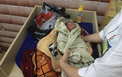 Бросили ребенка в больнице