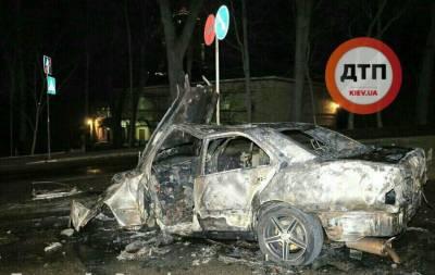 Сгорел автомобиль на Льва Толстого