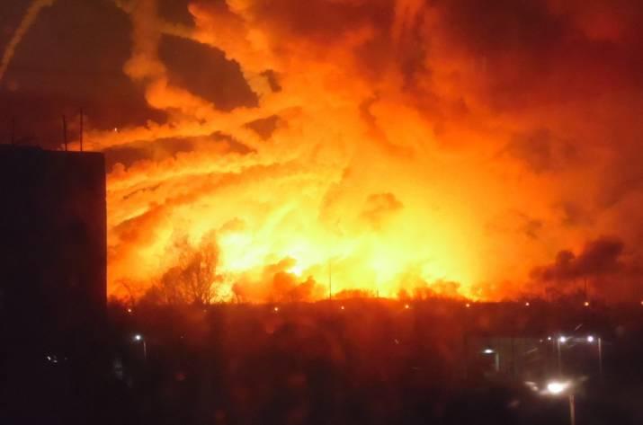 ЧП вУкраинском государстве: ВХарьковской области полыхает военный склад