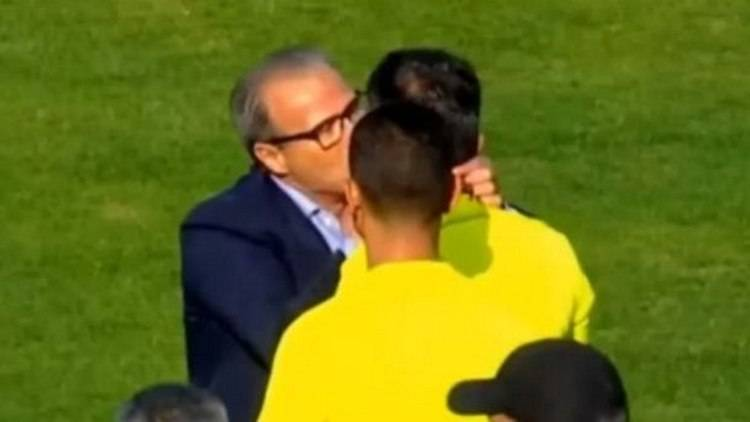 Поцеловал арбитра