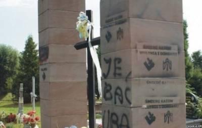 Разобрали памятник воинам УПА