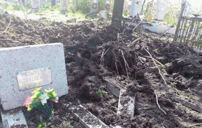 Обстреляли кладбище