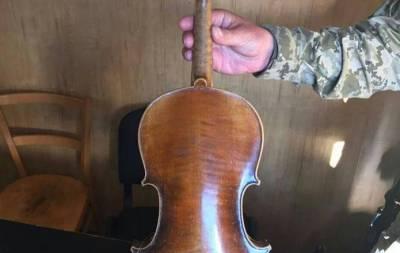 В Донецк пытались провезти скрипку Страдивари